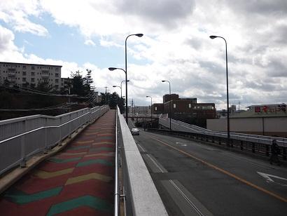 西登美ヶ丘歩道橋